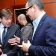 Victor Ponta face ce face şi nu ezitã în niciun moment sã îşi arate curtoazia faţã de fostul sãu calaver de onoare de la nuntã: Mihai Rãzvan Ungureanu. S-a apucat...
