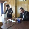Tragerea la sorţi a judecãtorilor ce vor conduce Biroul Electoral Judeţean Gorj s-a fãcut, marţi, la sediul Tribunalului, în absenţa reprezentanţilor partidelor politice care vor fi implicate în campania electoralã...