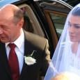 Traian Bãsescu a revenit la Cotroceni, cu un grad în plus pe umãr şi poate în sânge, dupã nunta fiicei sale, unde s-au servit de toate. Televiziunile au avut grijã...