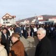 """Profesorii şi circa 200 de elevi de la Colegiul Naţional """"George Coşbuc"""" din Motru au protestat, luni, împotriva deciziei de comasare a unitãţii de învãţãmânt cu o altã şcoalã din..."""