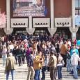 Peste 600 de persoane s-au îmbulzit, vinerea trecutã, la bursa locurilor de muncã organizatã la Târgu Jiu de Agenţia Judeţeanã de Ocupare a Forţei de Muncã Gorj, doi agenţi ai...
