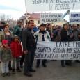 Aproximativ 3.000 de mineri şi energeticieni, însoţiţi de copii, au protestat timp de o oră şi jumătate în Piaţa Prefecturii din municipiul Târgu Jiu, acolo unde este şi sediul secundar...