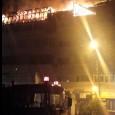 Noaptea de sâmbătă spre duminică a fost una grea pentru locatarii unui bloc din zona centrală a municipiului, care a fost cuprins de flăcări în zona mansardei. Situat vizavi de...