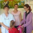 """Copiii gorjeni bolnavi de cancer au primit ghiozdane cu rechizite la început de an şcolar în cadrul Proiectului """"ÎNCEPE ŞCOALA ŞI PENTRU COPIII PACIENŢI DE ONCOLOGIE /HEMATOLOGIE!"""". Proiectul Federaţiei Asociaţiilor..."""