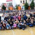 """Cercetaşii Filialei """"Ecaterina Teodoroiu"""" din Targu Jiu, pe 19 noiembrie 2017, în centrul oraşului, în zona Amfiteatru, la ora 12, au creionat semnătura Zilei mondiale a copiilor, cu ajutorul copiilor..."""