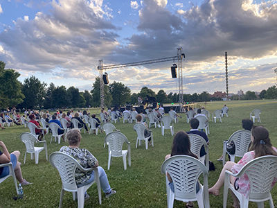 Parcul faimoase Coloane a Infinitului a găzduit vineri seara unul dintre cele mai reuşite concerte care au avut loc aici, cei circa 200 de spectatori având ocazia rarisimă de a...